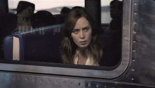 エミリー・ブラントが疑惑の主人公に「ガール・オン・ザ・トレイン」