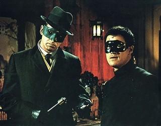 正義のヒーローを演じた バン・ウィリアムズさん(左)「グリーン・ホーネット」