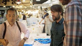 日本で食材を仕入れるレネ・レゼピ「ノーマ東京 世界一のレストランが日本にやって来た」