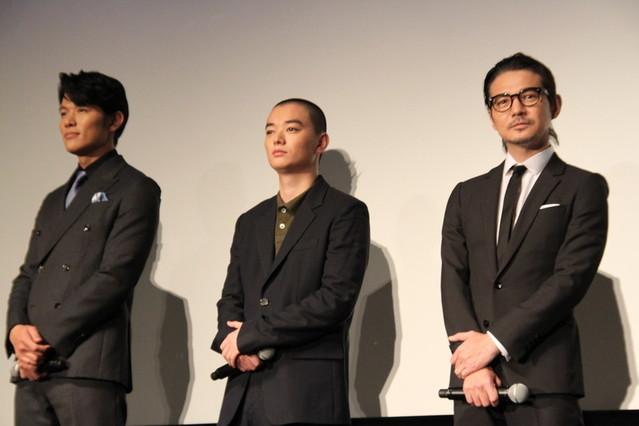 岡田准一は「パパラッチとよばれた男」!? 染谷将太&鈴木亮平を現場で隠し撮り