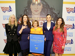 2カ月前の任命式には ワンダーウーマン女優も出席「ワンダーウーマン」