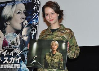 人生初という軍服姿で登場「アイ・イン・ザ・スカイ 世界一安全な戦場」