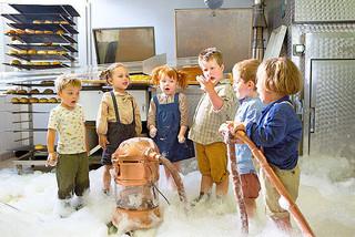 6人の子どもたちはやんちゃし放題「世界でいちばんのイチゴミルクのつくり方」