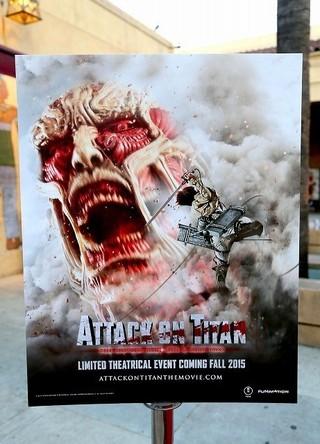 2015年にハリウッドで行われた日本版「進撃の巨人」ワールドプレミア上映の英語版ポスター「進撃の巨人 ATTACK ON TITAN」