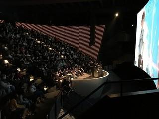 昨年末パリの劇場で 行われたプレミア上映の模様「君の名は。」