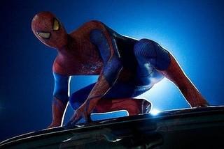 主人公はアフリカ系とヒスパニック系のハーフ「スパイダーマン」