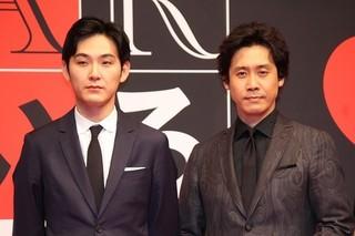 会見を爆笑に導いた 大泉洋と松田龍平「探偵はBARにいる3」