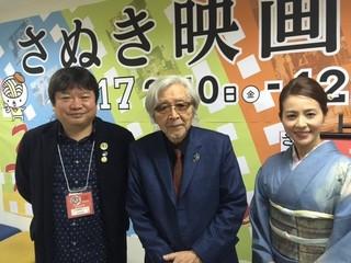 舞台挨拶に立った(左から)本広克行 ディレクター、山田洋次監督、司会を 務めた女優・木内晶子「家族はつらいよ」