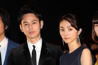 舞台挨拶に立った妻夫木聡と満島ひかり「ジョーズ」