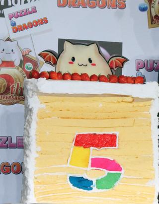 パズドラカラーで「5」を描いた特製ケーキ「ハッピー・バースデー!」