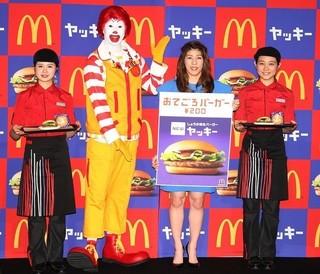 世界初のハンバーガー4D映画でPR