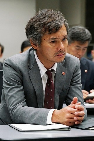 渡部篤郎が物語の鍵を握る刑事役に