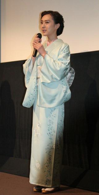 着物姿の杉野希妃監督「雪女」