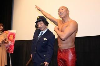 武田幸三が乳首ドリルに挑戦「よしもと新喜劇映画 商店街戦争 SUCHICO」