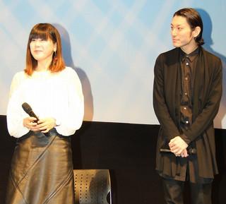 舞台挨拶に立った山戸結希監督(左)「溺れるナイフ」