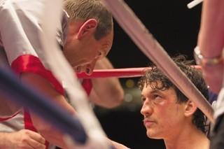 マイルズ・テラーが実在のボクサーを熱演「ビニー 信じる男」