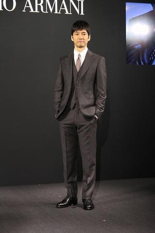 「ジョルジオ・アルマーニ」の2017年日本広告キャンペーンモデルに起用された西島秀俊
