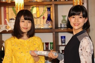 バトンタッチセレモニーに出席した 芳根京子と有村架純