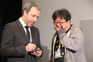 ビルヌーブ監督にサインをもらい感激する樋口監督「メッセージ」