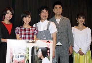 初主演作が封切られた松風理咲(左から2人目)「トモシビ 銚子電鉄6.4kmの軌跡」