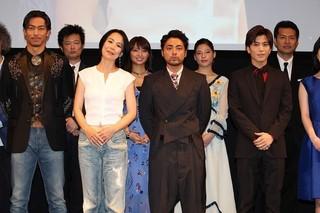 舞台挨拶に立った河瀬直美監督、 山田孝之、岩田剛典ら「SWAN SONG」