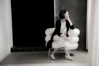 二人の建築家の人生を、実際の建築や家具などを用いた映像美でつづる「インドシナ」