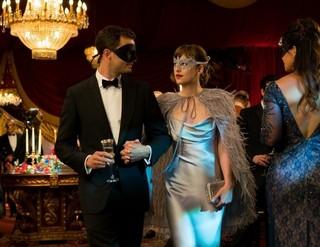 仮面舞踏会は本作の見せ場の1つ「フィフティ・シェイズ・ダーカー」