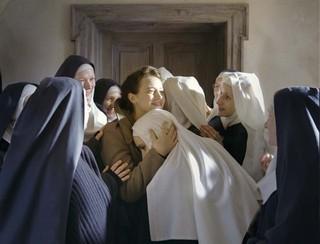 事件に巻き込まれた修道女の希望となった「夜明けの祈り」