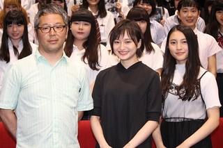 舞台挨拶を盛り上げた萩原みのりと久保田紗友「ハローグッバイ」