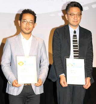 グランプリ山田篤宏氏(左)と準グランプリ荒木伸二氏「ハッピーエンド(2010)」