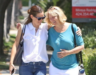 姑との散歩を楽しんだ ジェニファー・ガーナー「ジャスティス・リーグ」
