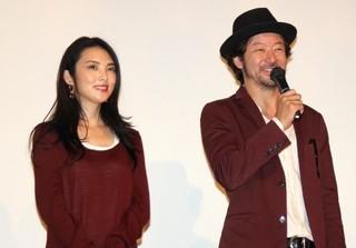 舞台挨拶に立った浅野忠信と田中麗奈「幼な子われらに生まれ」
