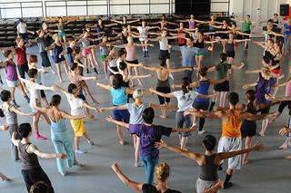 「ミスター・ガガ 心と身体を 解き放つダンス」の一場面「ミスター・ガガ 心と身体を解き放つダンス」