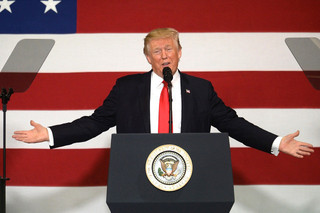 目立ちたがり屋のドナルド・トランプ米大統領「ホーム・アローン2」