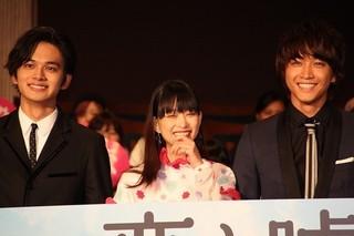 舞台挨拶を行った(左から) 北村匠海、森川葵、佐藤寛太「恋と嘘」