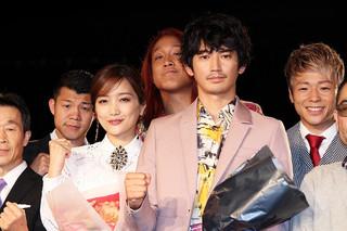 舞台挨拶に立った佐藤江梨子、瑛太ら「リングサイド・ストーリー」