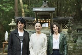 撮影中の河瀬直美監督(中央)と永瀬正敏、 ジュリエット・ビノシュ「あん」