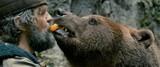 ムツゴロウもびっくり?「オン・ザ・ミルキー・ロード」クストリッツァ、本物の熊との共演映像