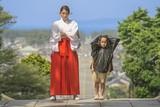 広瀬アリスが礼儀知らずの巫女役に!TIFF特別招待作「巫女っちゃけん。」2月全国公開
