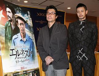 会見したオダギリジョーと阪本順治監督「エルネスト」
