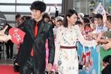 新垣結衣&瑛太ら「ミックス。」キャストのファンサービスに観客1000人が熱狂!