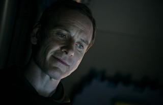 ファスベンダーは2人のキー キャラクターを演じた「エイリアン」