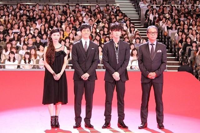 西島秀俊、二宮和也主演映画でまさかのハプニング「右手がずっと燃えていた」