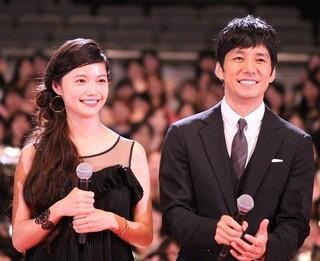 舞台挨拶を盛り上げた 西島秀俊と宮崎あおい「ラストレシピ 麒麟の舌の記憶」