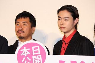 菅田将暉とヤン・イクチュン「あゝ、荒野 前篇」