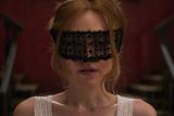 ダコタ・ファニングが目隠しされ… 「ブリムストーン」不穏な空気漂う場面写真一挙公開