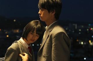 劇中映画のタイトルは「恋する君の隣には」