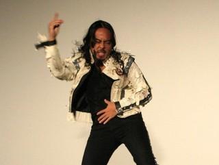 ダンスを披露したケント・モリ「スリラー」