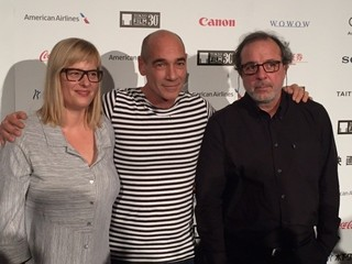 (左から)プロデューサーのベッティーナ・ブロケンパー、ジャン=マルク・バール、セミフ・カプランオール監督、