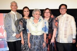 左からロイ・アルセニャス監督、レイチェル・アレハンドロ、セレステ・レガスピ=ギャラルド、ガーリー・ロディス、アレンバーグ・アン